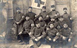 CPA 2133 - MILITARIA - Carte Photo Militaire - Croix - Rouge / Service De Santé - Infirmiers - Brancardiers - Characters