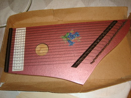 TRES BELLE  ANCIENNE CITARE   AVEC  TROIS  PARTITIONS ET  CLES DE REGLAGE - Musical Instruments