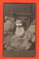 Neonato Bambino Germanico Hold Photo Baby Germany Cabinet - Personnes Anonymes