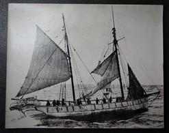 """Photo Ancienne Grand Format - Dunkerque Le Dundee """" émile """" En Pèche - Bateau - Métiers"""