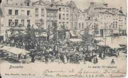 Bruxelles - Le Marché Ste Catherine - Circulé En 1930 - Très Animée - Un Coin Coupé - Marktpleinen, Pleinen