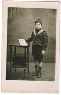 Young Boy Posing, Jongen Poserend.  Photocard, Fotokaart (pk41730) - Portraits