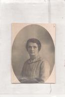 CARTE PHOTO DECOUPE D UNE FEMME 9 X 6 CM - Guerre, Militaire