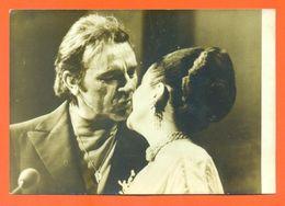 Photo De Presse Agip Deuxième Divorce Pour Richard Burton Et Liz Taylor 26/02/1976 - Elisabeth Taylor - 2 Scans - Berühmtheiten