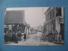 Cpa Mansigné 72 Sarthe Rue De La Gare Animée - France