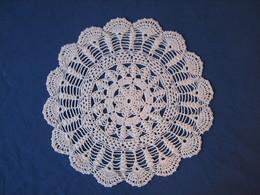 53 - Napperon Au Crochet - Tablemates