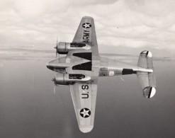 US Army Avion Militaire Bombardier? En Vol Ancienne Photo 1940's - Aviation