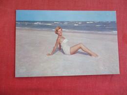 > Pin-Ups Hello & Welcome Beaches Of North Carolina    Ref 2831 - Pin-Ups