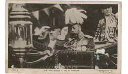 CPA H.M. KING GEORGE V AND M. POINCARE - Politische Und Militärische Männer