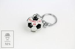 Vintage FIFA World Cup 1982 - Spain 82 Tin Soccer Ball Keyring/ Keychain - Llaveros