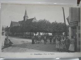 COUDDES   -   Place De L'Eglise  -  Animation Devant Le Bureau De Postes Et Télégraphes - Post & Briefboten
