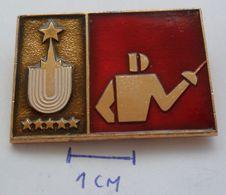 RUSSIA USSR , FENCING,  PINS BADGES PLAS - Fencing