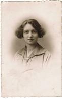 Portret Jonge Dame, Portrait, Fotokaart, Carte Photo, Omer Pille - Maes, Rue De Lille, Menin, Menen (pk41762) - Illustrateurs & Photographes