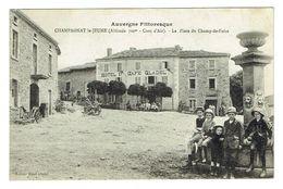 PUY DE DOME 63 CHAMPAGNAT LE JEUNE La Place Du Champ De Foire - Altri Comuni