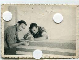 2 Deux Jeune Homme Sexy Gay Interest Copain Bricolage Bon Temps Men At Work  50s Snapshot Amateur - Personnes Identifiées