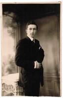 Portret Jonge Man, Portrait, Fotokaart, Carte Photo,L Wallecan Vouters, Menin, Menen (pk41770) - Illustrateurs & Photographes