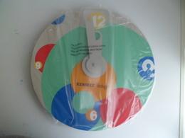 HORLOGE PUBLICITAIRE Plublicite Pendule Auto Voiture RENAULT TWINGO. DIAMETRE 31 CMS Dans Emballage Origine - Advertisement Watches