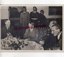 WW 2- GUERRE 1939-1945- PHOTO ORIGINALE HITLER CHAMBERLAIN -BERCHTESGADEN- EDITEUR ALDO PALAZZI - Guerre, Militaire