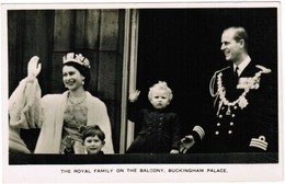 The Royal Family On The Balcony, Buckingham Palace (pk41807) - Royal Families