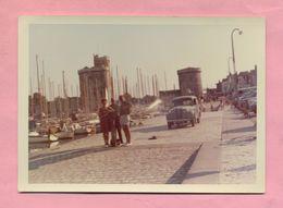 PHOTOGRAPHIE - PHOTO - RENAULT JUVAQUATRE Ou DAUPHINOISE  - LA ROCHELLE  ( 1968 ) - Automobiles