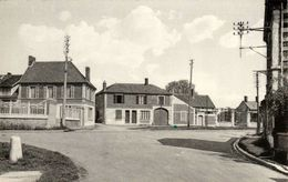 BERTHECOURT (Oise) - Placeau De L'Ecole  Enfantine - Cpsm Rare - TBE - 2 Scans - Francia