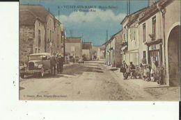 Vitrey-sur-Mance  70    La  Grande-Rue  Tres Animée_Voitures-Café-Epicerie Et Au Fond Garage Avec Pompe A Essence - Francia