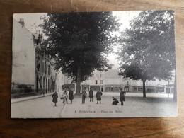 45 - CPA Unique, Rare, Animée PITHIVIERS (Loiret) - Place Des Halles (8) - Pithiviers