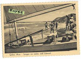 Marche-pesaro-gabicce Spiaggia Con Veduta Dell'edenrock  Veduta Riva Bagnanti Barca Salvagente Animata Anni 40 50 - Andere Städte