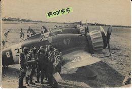 Aereo Aerei Aviazione Veduta Schieramento Di Saette Macchi 200 Piloti Che Ricevono Istruzioni Prima Del Volo (XX) - 1939-1945: 2ème Guerre
