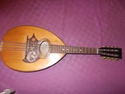BELLE MANDOLINE COMPLETE ET EN TRES BON ETAT - Jerôme THIBOUVILLE-LAMY - ETIQUETTES ET TIMBRE DE GARANTIE VISIBLES - - Musical Instruments