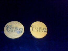 Jeton Publicitaire De Nain Jaune En Bois Casa Cap Corse  X 2 Objet De Bistrot Autentique - Group Games, Parlour Games