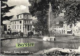 Lazio-velletri Piazza Garibaldi Animata Particolare Veduta Anni 50 Fontana Auto Epoca Negozi Benzinaio - Velletri