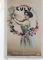 FEMMES N° 244 : Gage D Affection Avec Un Cerceau De Fleurs - Femmes