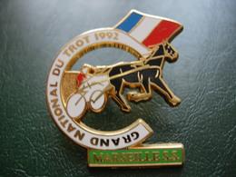 PIN'S MARSEILLE S.S. GRAND NATIONAL DU TROT 1992 SIGNE STARPIN'S. - Städte