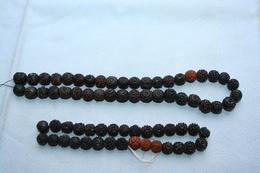 Lot De 70 Perles En Bois Sculpté - Perles