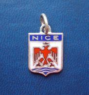 - Pendentif. Médaille - Blason De Ville - Nice - - Obj. 'Souvenir De'
