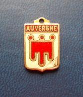 - Pendentif. Médaille - Blason De Région - Auvergne - - Obj. 'Souvenir De'