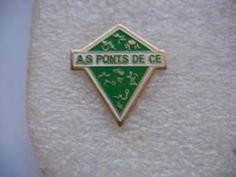 Pin's De L'Assoc. Sportive PONTS De Cé: Natation, Pétanque, Cyclisme, Volleyball, Ect.... - Natation