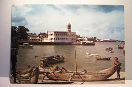 MORONI    - Le Vieux Port Et La Mosquée Du Vendredi    - ( Pas De Reflet Sur L'original ) - Comoros