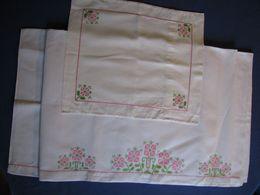 89-91 - Drap Et Taie D'oreiller Brodés Au Point De Croix Pour Lit D'enfant Et Pochette De Serviette - Bed Sheets