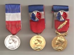 Lot De 3 Médailles Du Travail - P. FEUILLET: 1984: 1989: 1993: Très Bon état. - Professionals / Firms
