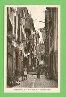 CPA FRANCE 13  ~  MARSEILLE  ~  Une Rue Du Vieux-Marseille  ( 2 Scans )  Animée - Vieux Port, Saint Victor, Le Panier