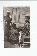 CAMEROUN 188 FEMMES SE COIFFANT - Cameroun