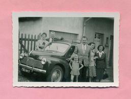 PHOTOGRAPHIE - PHOTO -  TOUTE LA FAMILLE Et RENAULT 4 CV  !  ( Ref  Bis  ) - Automobiles