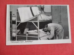WW 2 German  Army Soldier Making Bed  Ref 2838 - War 1939-45