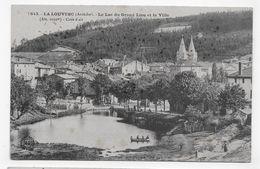 LA LOUVESC - N° 1843 - LE LAC DU GRAND LIEU AVEC PERSONNAGES ET LA VILLE - CPA VOYAGEE - La Louvesc