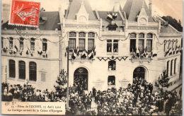 37 LOCHES - Fête Du 15 Aout 1910, Cortège Quittant La Caisse D'épargne - Loches