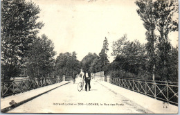 37 LOCHES - La Rue Des Ponts. - Loches