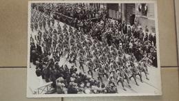 FOTO GRANDE PARATA DI MILITARI DEL REGIO ESERCITO A MANTOVA 1940 - Zonder Classificatie
