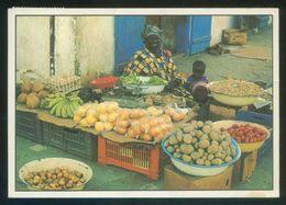 Senegal. *Une Marchande De Fruits* Ed. Wakhatilene Ref. 58. Circulada 2000. - Senegal